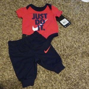 Nike newborn set